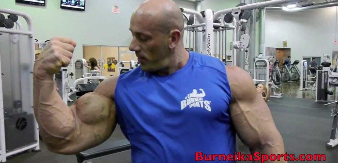 Trening bicepsów – Robert Burneika