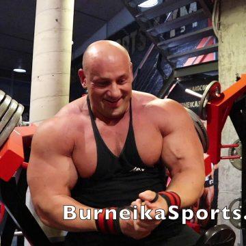 Trening klatki piersiowej – Robert Burneika