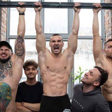 ABSTRAkcyjne wyzwania siłowe i spora dawka śmiechu – wystartował nowy kanał sportowy Rozmiar Ma Znaczenie