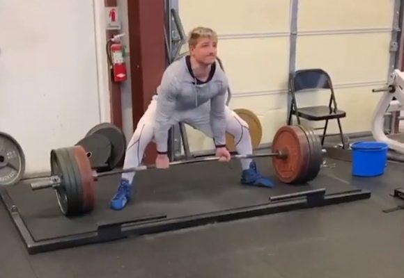 Młodzież w natarciu! 14-letni trójboista podniósł ponad 225 kg w martwym ciągu!