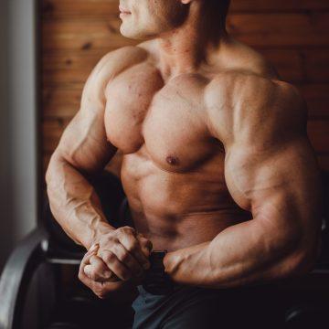 Prawie 60 lat na karku i wciąż imponująca muskulatura. Legendarny czempion Mr. Olympia zachwyca sylwetką!