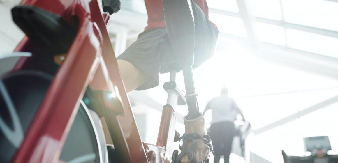 Flex Wheeler wrócił do treningu siłowego po półrocznej przerwie. Jego ćwiczenia z protezą nogi budzą podziw!