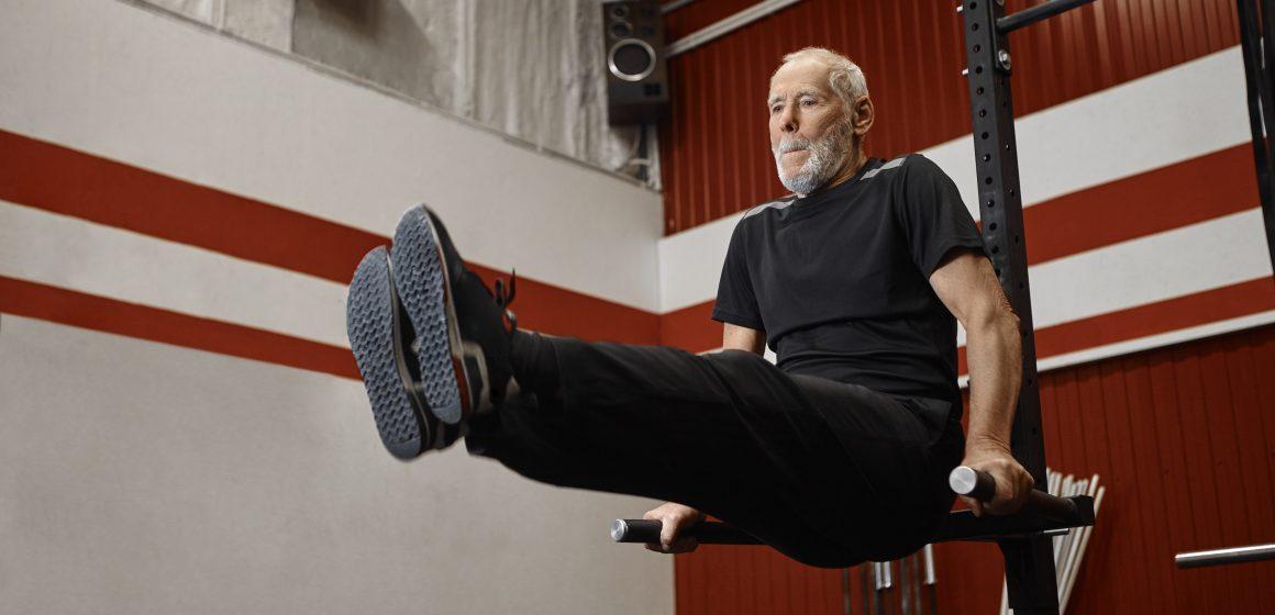 Urodzinowe przysiady niezłomnego trójboisty. 72-letni Rudy Kadlub nadal zachwyca siłą!