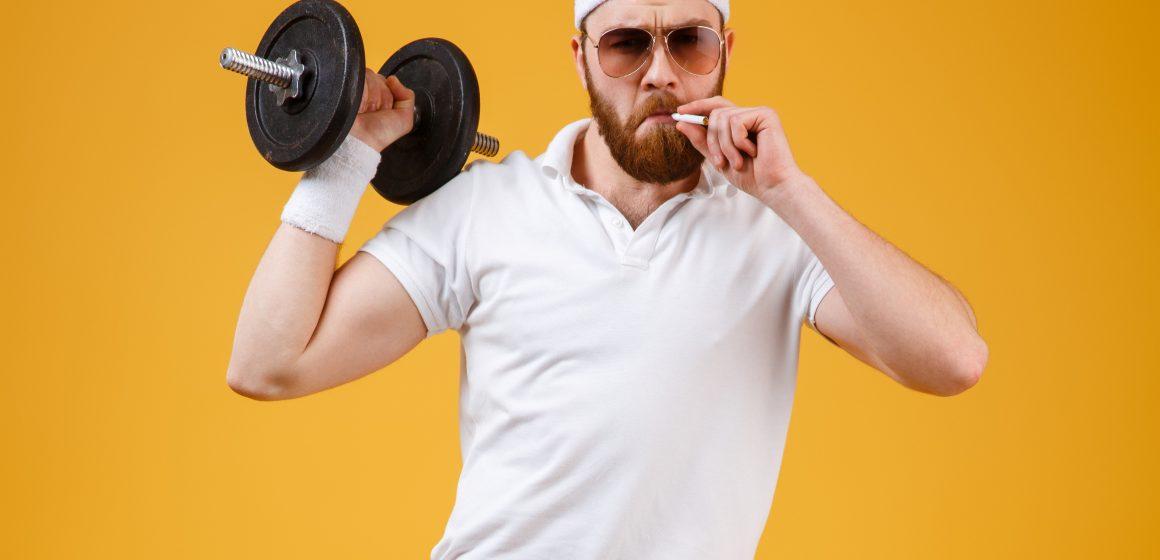 Dlaczego palenie papierosów ogranicza przyrost mięśni?