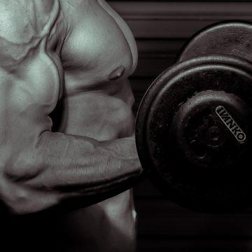 Robert Burneika trzyma formę. Obwód jego bicepsów wciąż robi ogromne wrażenie!
